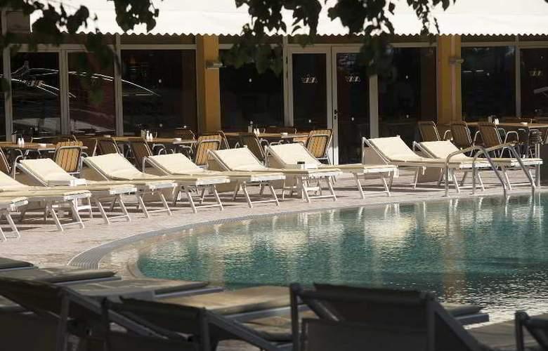 Viva Club - Pool - 13