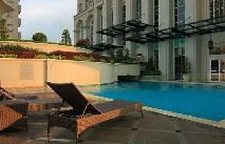 The Bellezza Suites - Pool - 8