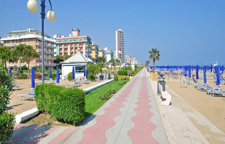 Pigalle - Beach - 5