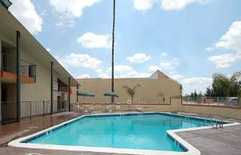Econo Lodge - Pool - 2