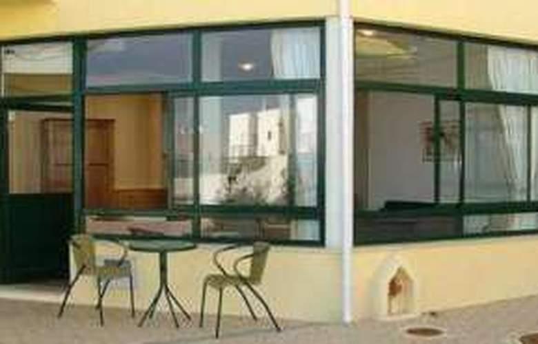 Apartamentos Quinta dos Pinheiros - Hotel - 0