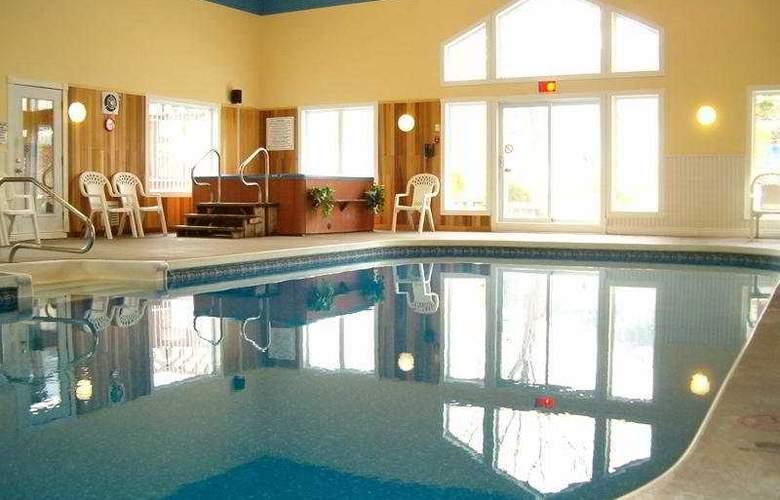 Au Pied Du Mont Sainte Anne Condos - Pool - 7