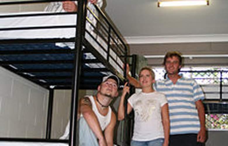 Cairns Beach House - Room - 2