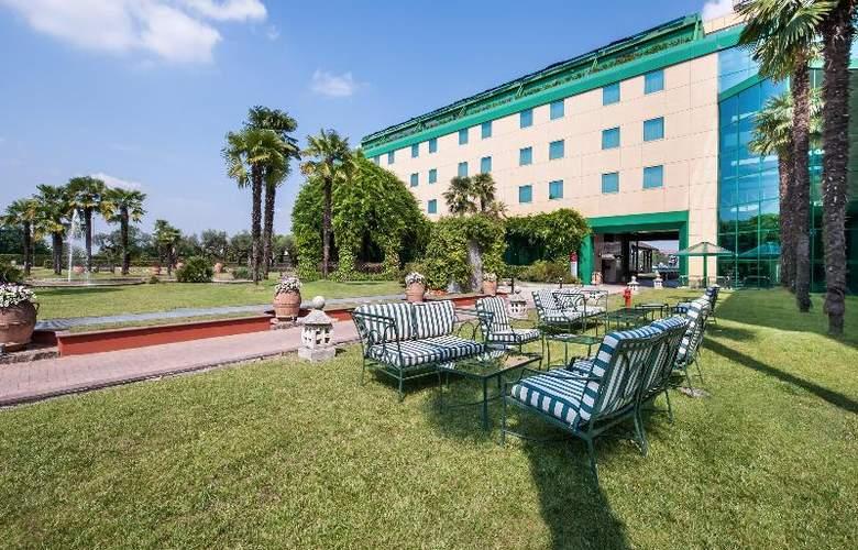 Royal Garden Hotel - Terrace - 18