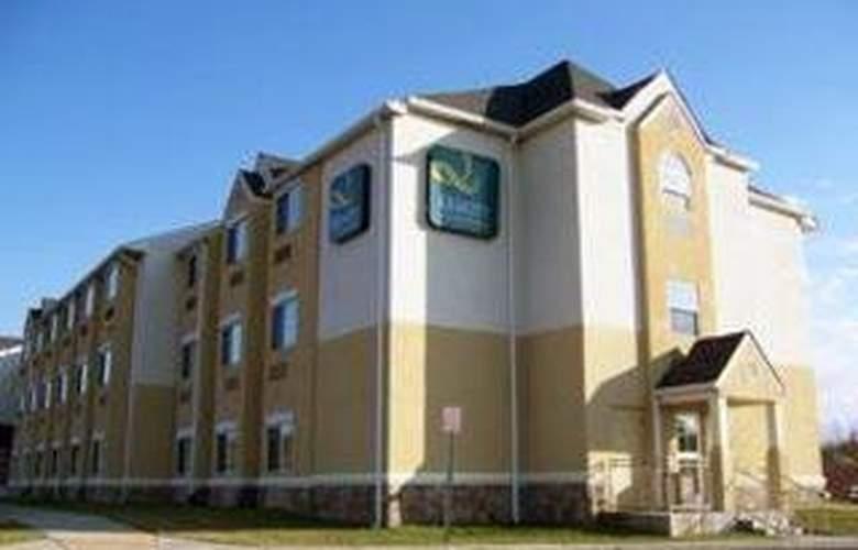 Comfort Inn & Suites Airport Dulles-Gateway - Hotel - 0