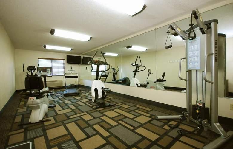Berkshire Hills Inn & Suites - Sport - 94