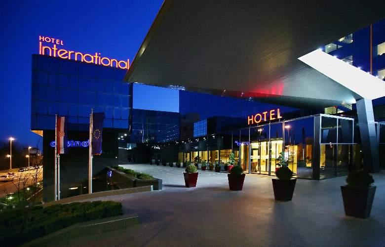 International - Hotel - 0