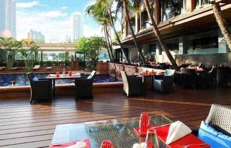 Ramada Plaza Menam Riverside Bangkok - Terrace - 11