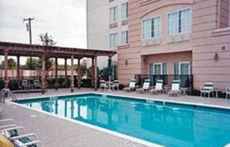 La Quinta inn & Suites DFW Airport South/Irving - Pool - 4