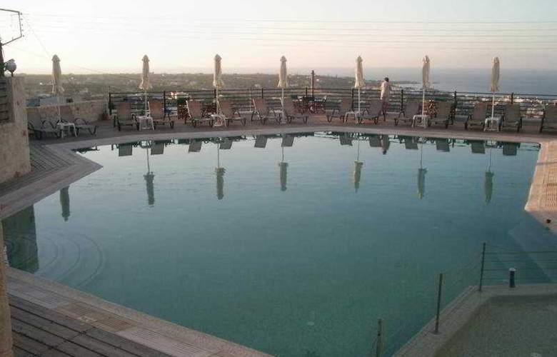 Amazones Village Suites - Pool - 7