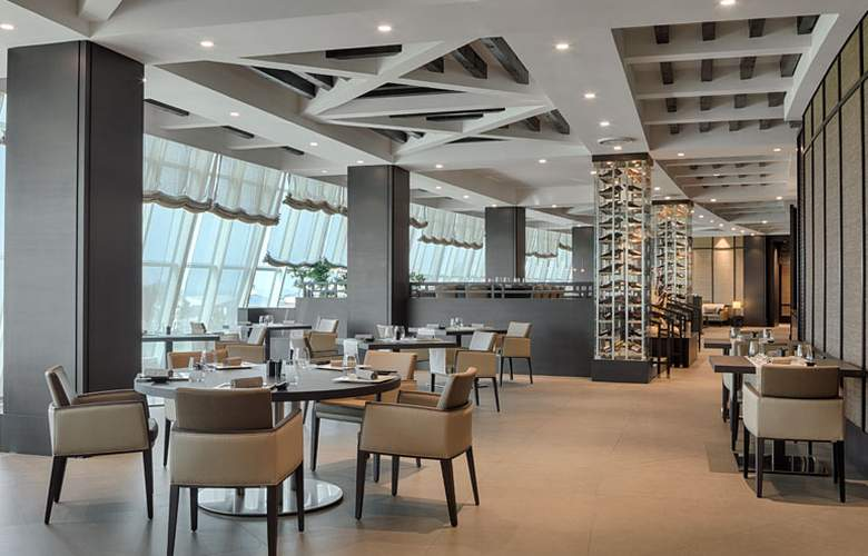 Sheraton Club des Pins Resort and Towers - Restaurant - 22