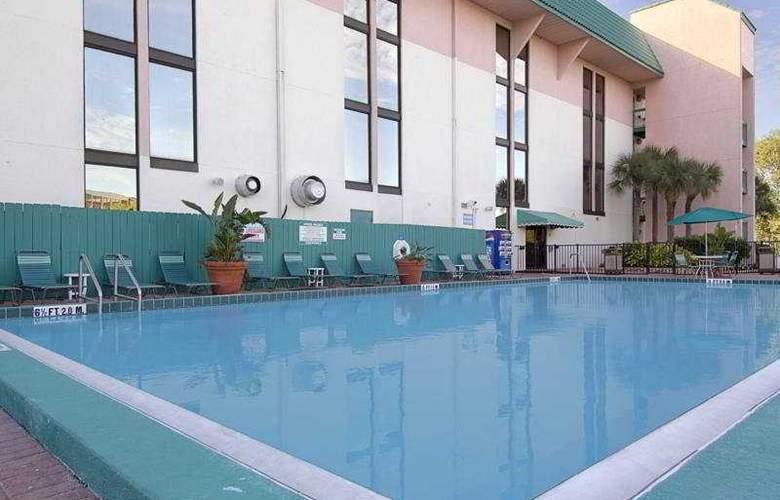 Ramada Maingate West - Pool - 7
