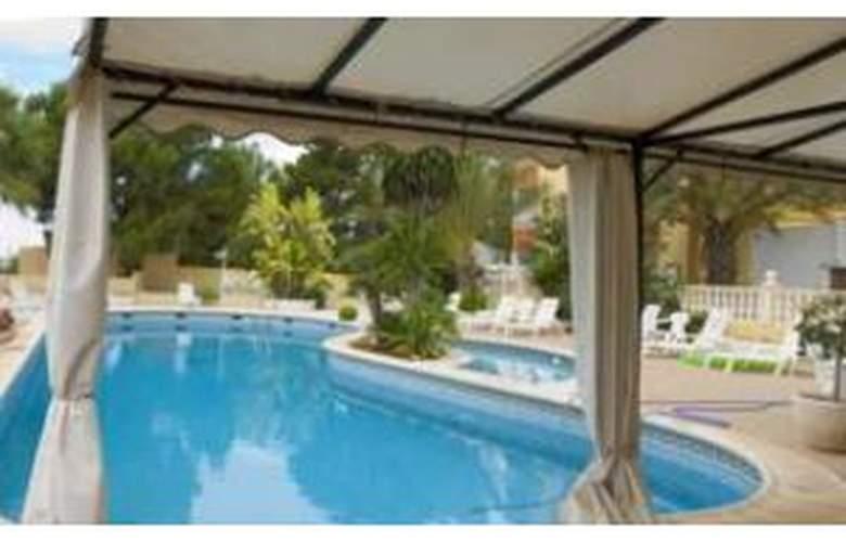 Levante - Pool - 2