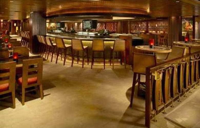Hilton Grand Vacations at Hilton Hawaiian Village - Bar - 7