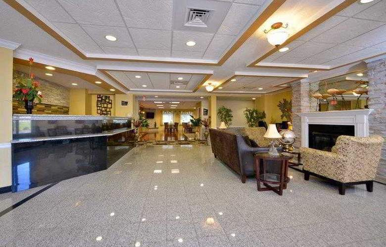 Best Western Plus New England Inn & Suites - Hotel - 4