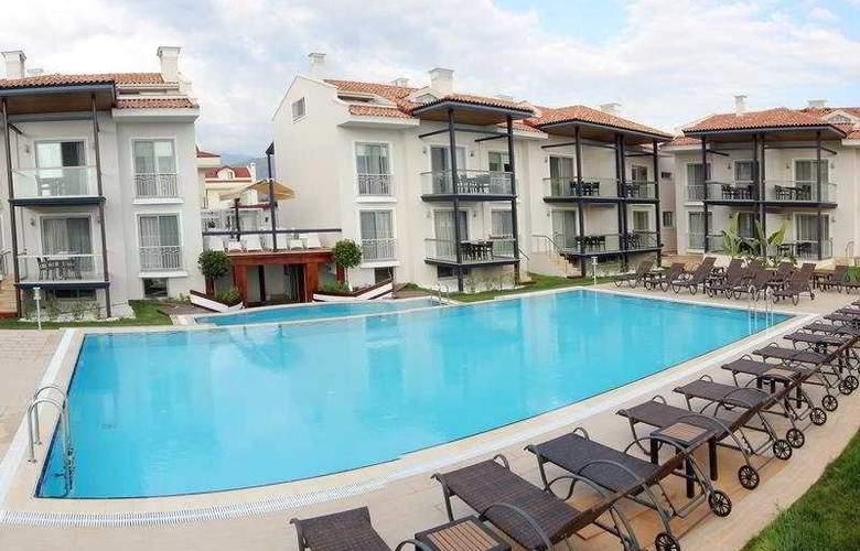 Diana Residence - Pool - 8