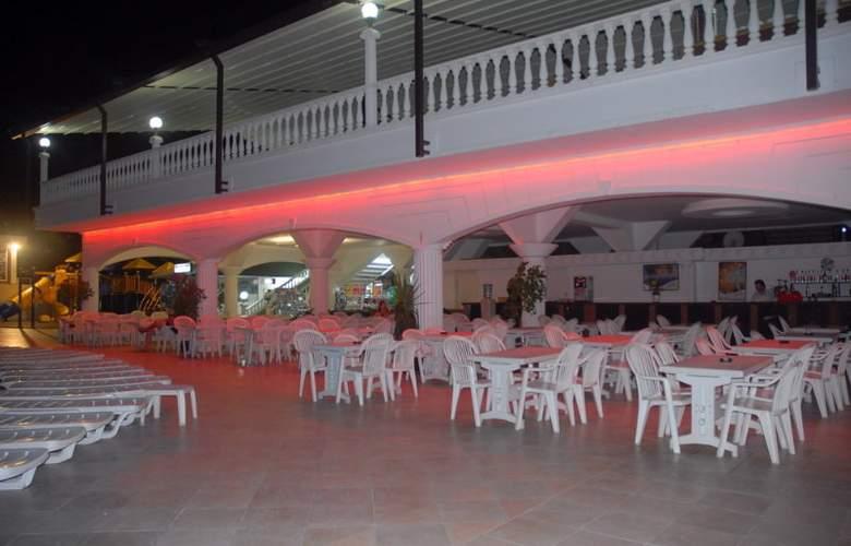 Grand Santana - Terrace - 11