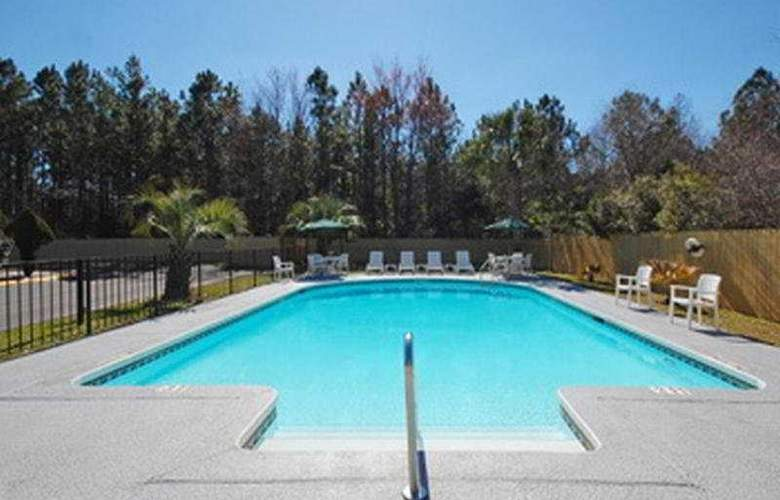 Best Western Baldwin Inn - Pool - 4