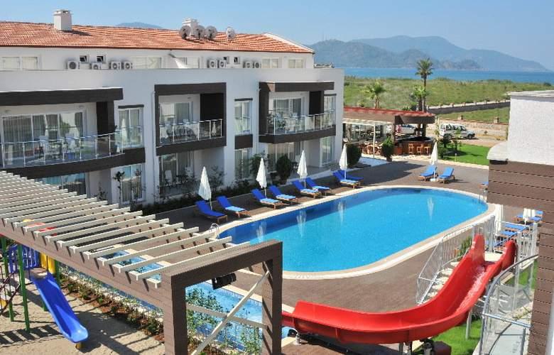 Odyssey Residence - Terrace - 8