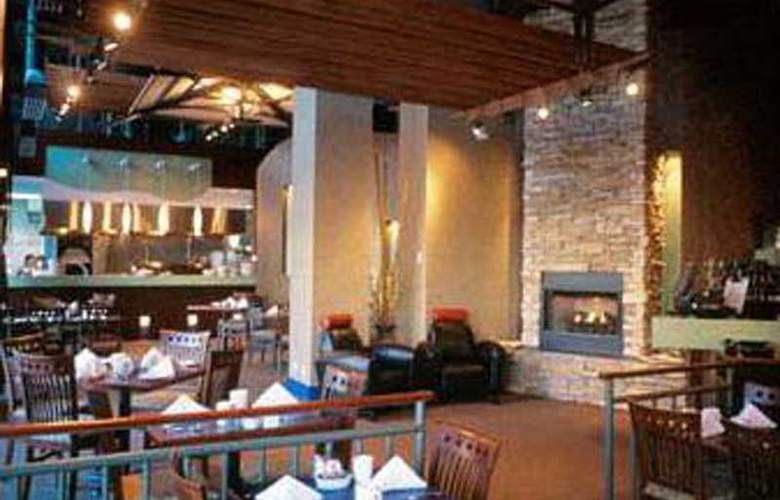 Hampton Inn & Suites by Hilton Downtown Vancouver - Bar - 3