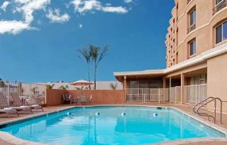Comfort Inn & Suites - Pool - 6