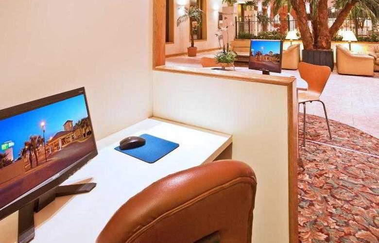 Holiday Inn Express Chihuahua - Sport - 25