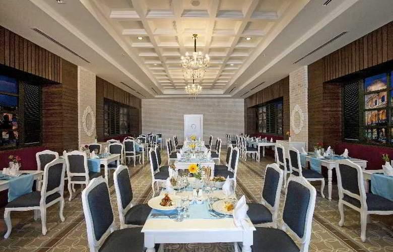 Crystal Sunset Luxury Resort & Spa - Restaurant - 22