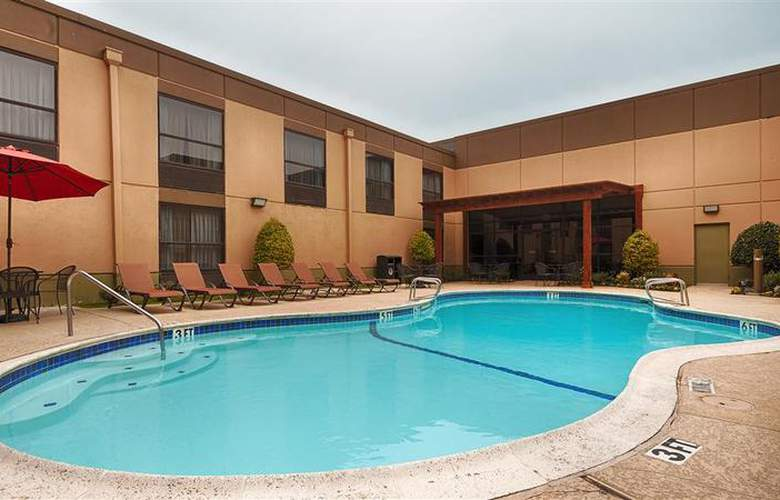 Best Western Plus Hotel & Conference Center - Pool - 71