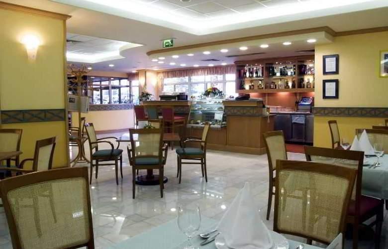 Danubius Hotel Arena - Restaurant - 12