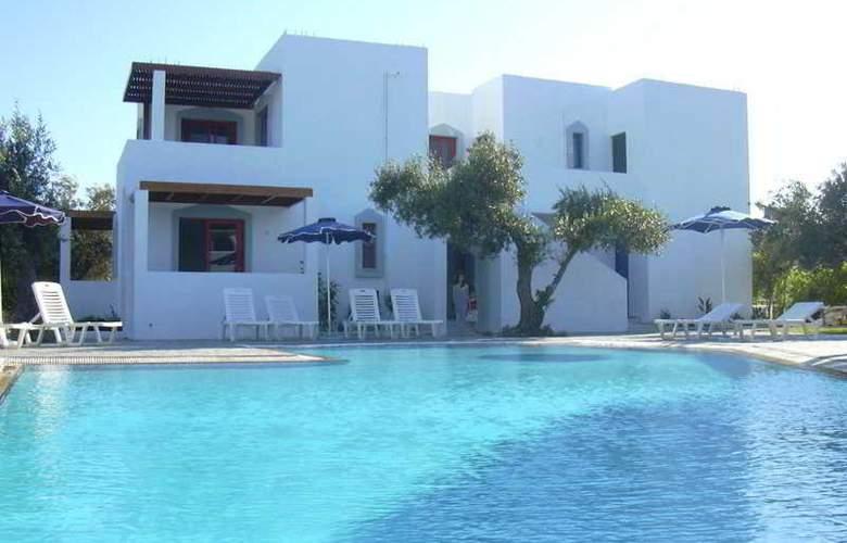 Triantafyllas apartments - Pool - 1
