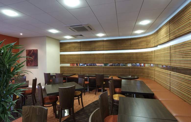 Holiday Inn Express Slough - Bar - 9