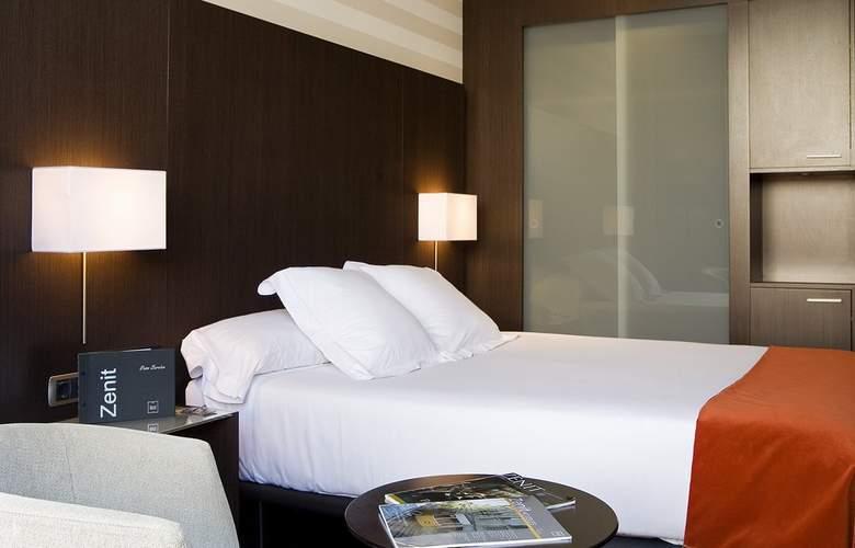 Zenit Pamplona - Room - 16