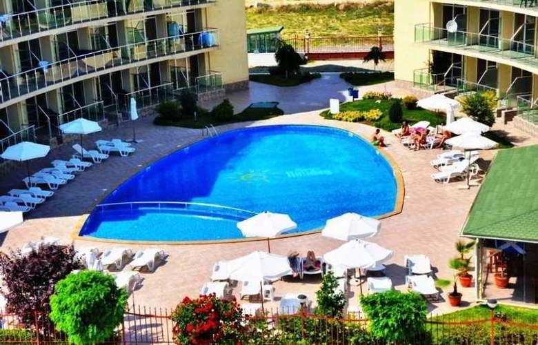 Sunny Holiday Aparthotel - Pool - 9