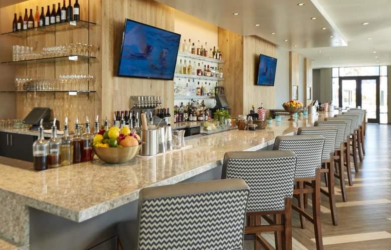 Hilton Garden Inn San Diego Downtown/Bayside - Bar - 15