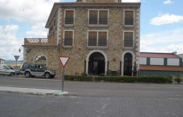 Complejo Peñafiel Caceres - Hotel - 0