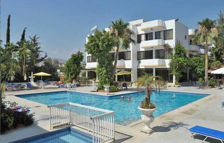 Tasiana Star Hotel Apts - Pool - 3