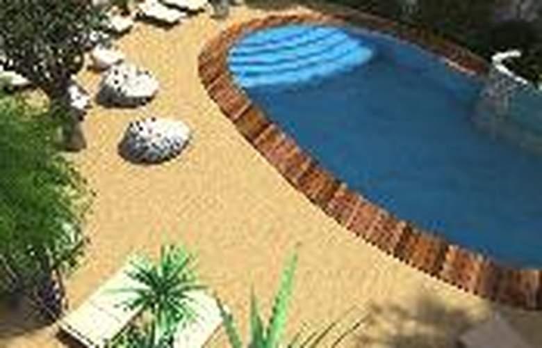 Alhambra Boutique - Pool - 2