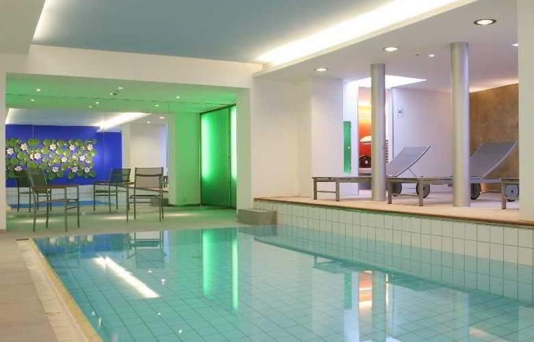 Ambassador & Spa - Pool - 4