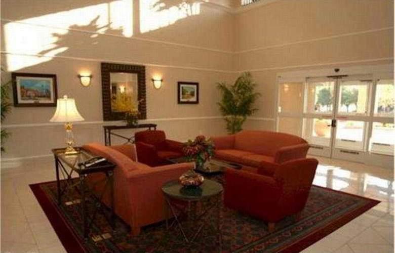 La Quinta Inn & Suites Arlington North 6 Flags Dr - General - 1