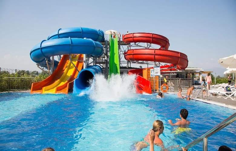 Water Side Delux Resort - Sport - 110
