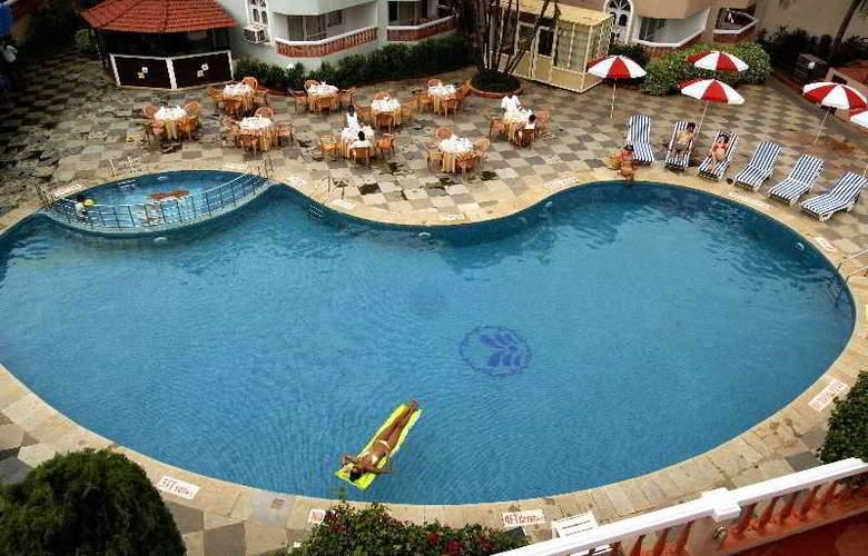 Whispering Palms Beach Resort - Pool - 12