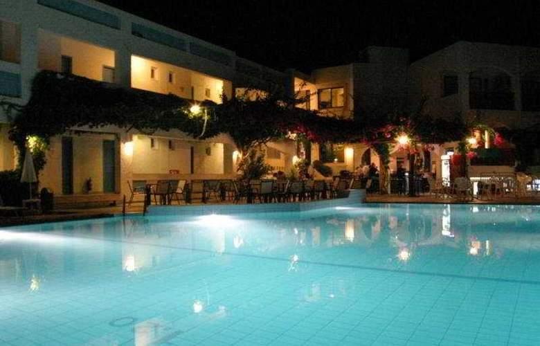 Apollon Apts - Pool - 8