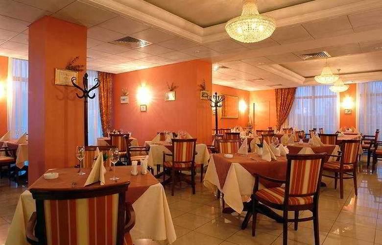 Park Inn by Radisson Sheremetyevo Airport Moscow - Restaurant - 5