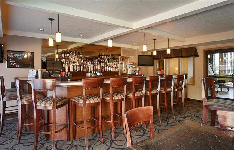 Best Western Town & Country Hotel - Bar - 4