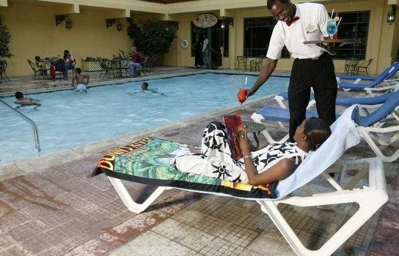 Knutsford Hotel - Pool - 4