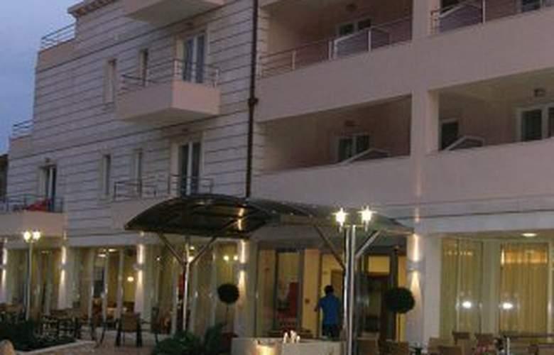 Ivka - Hotel - 0