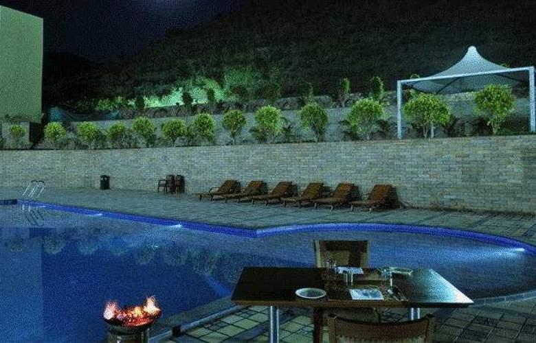 Cambay Spa & Resort Udaipur - Pool - 1