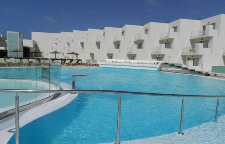 HD Beach Resort & Spa - Pool - 3