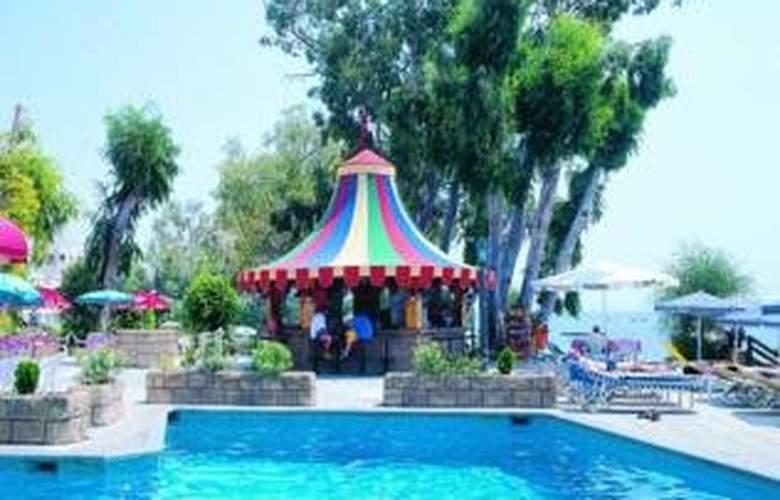 Crusader Beach Hotel - Bar - 5