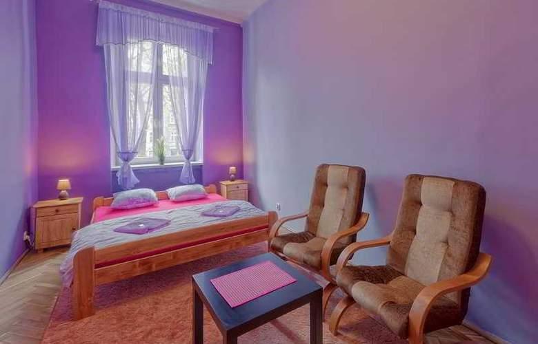 Queens Apartments - Room - 11
